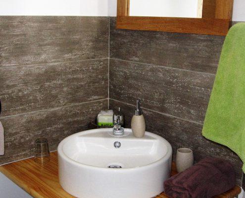 salle-d-eau-chambre-hotes-la-cabane-le-clos-de-la-roche-goven-ille-et-vilaine-bretagne