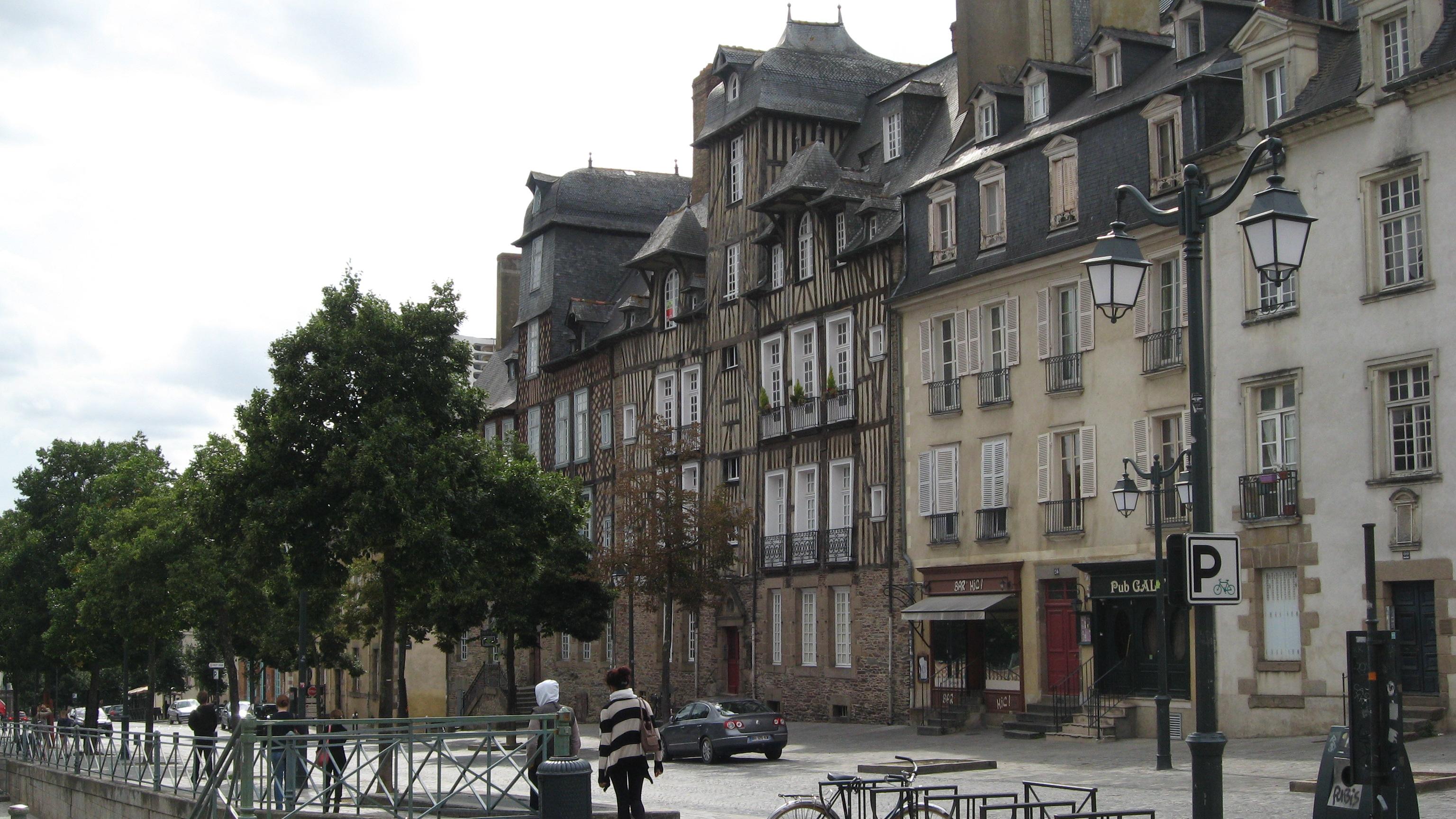 place-des-lices-rennes-ille-et-vilaine-bretagne